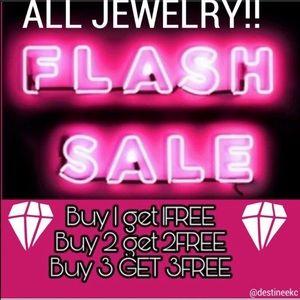 unbranded Jewelry - 💎BOGO FREE! Black & silver beaded bracelet!💎